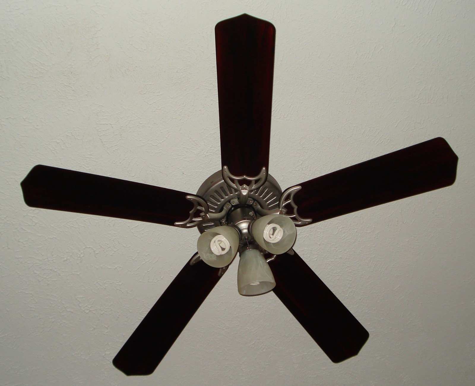 Frugal Newlyweds: How to Paint Your Ceiling Fan