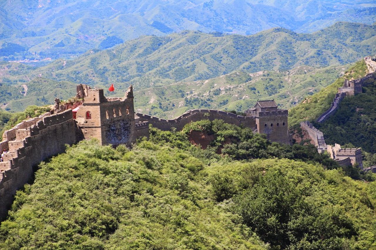 http://opdagelsesrejser.blogspot.dk/2014/08/den-fantastiske-kinesiske-mur-der-er-en.html