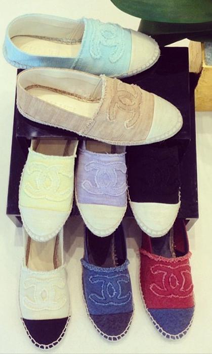 También Loewe se ha establecido como rey en este calzado. La marca española con sus nuevos modelos en ante, marrón o negro, y en pieles de multitud de