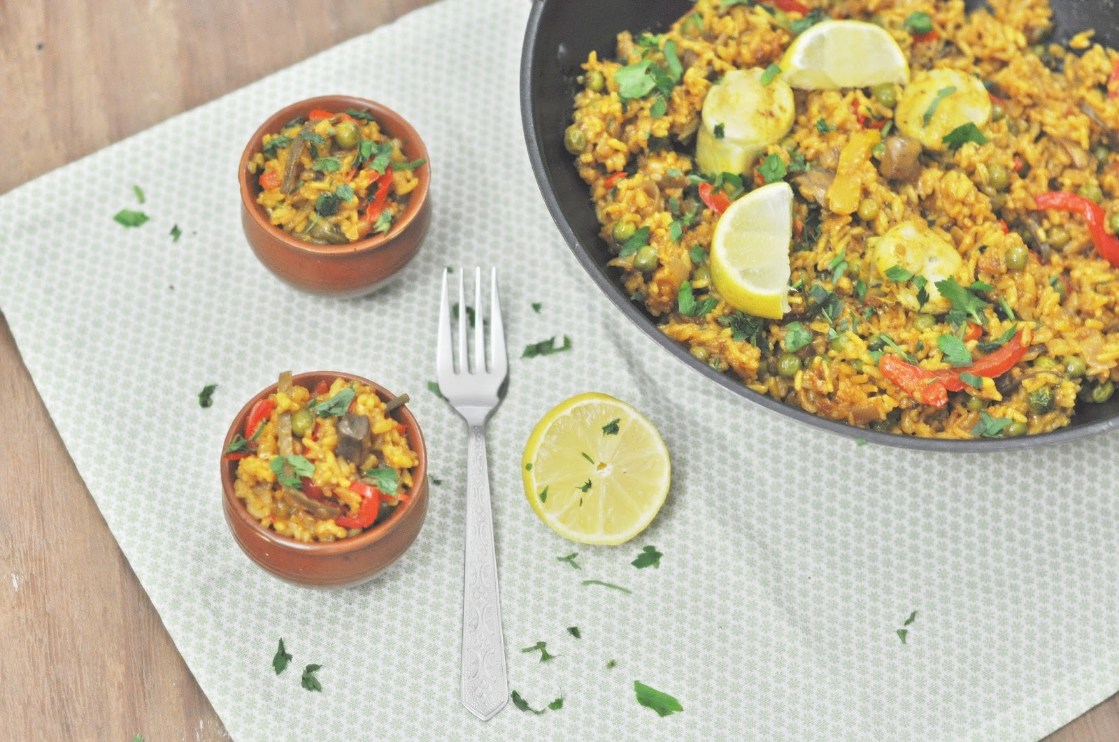 Kitchen chemistry spanish vegetarian paella for those of you who dont know what a paella is it is a spanish rice dish made typically with saffron seafood and chicken the rice is a special rice forumfinder Image collections