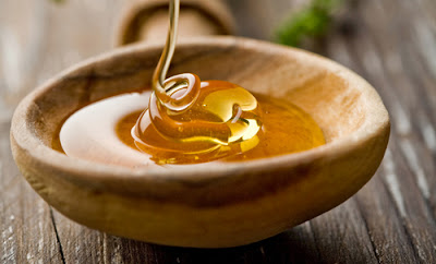 DIY exfoliating honey face mask