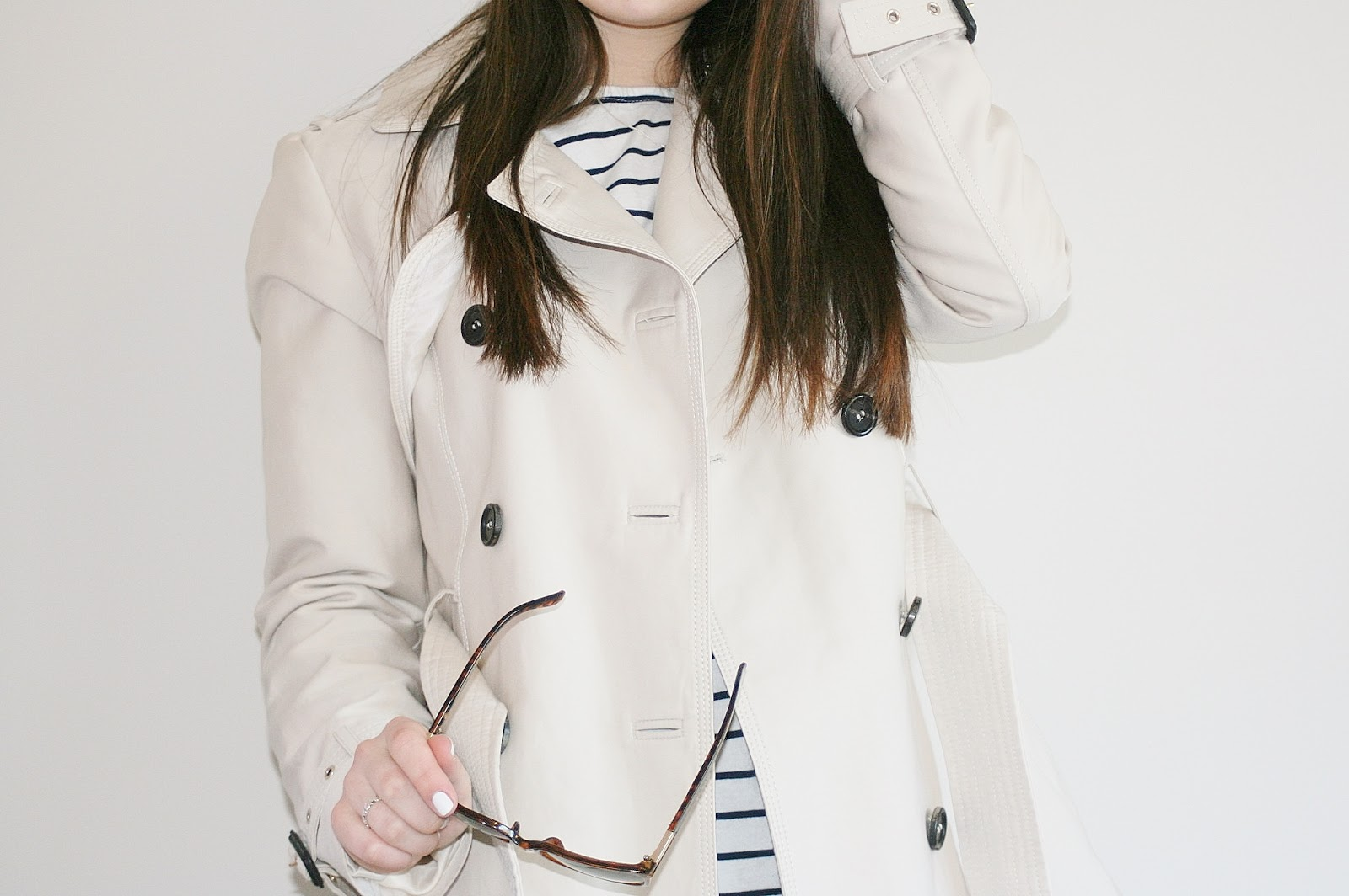 Katherine Penney Chic Fashion Style Outfit Stripes Trench Coat Sunglasses Spring Zara