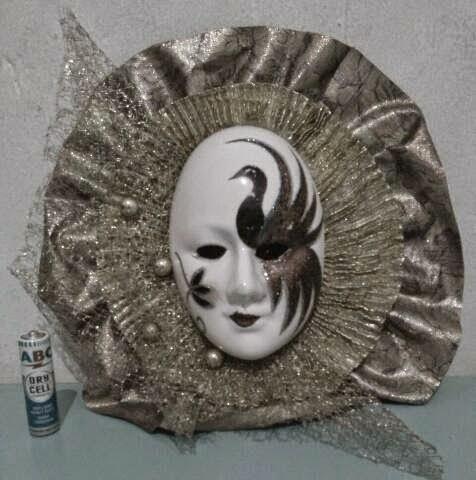 Pajangan Topeng Porcelain Rp185.000
