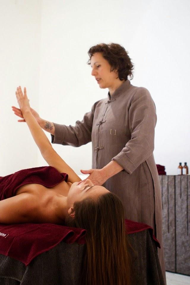 massaggio rassodante viso, massaggio lifting viso, trattamento viso spa, comfort zone, longevity facial, spa longevity week