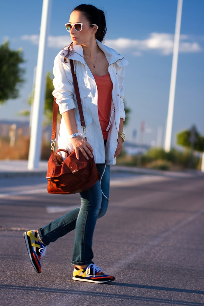 BLOGGER WITHORWITHOUTSHOES CON LOOK DEPORTIVO