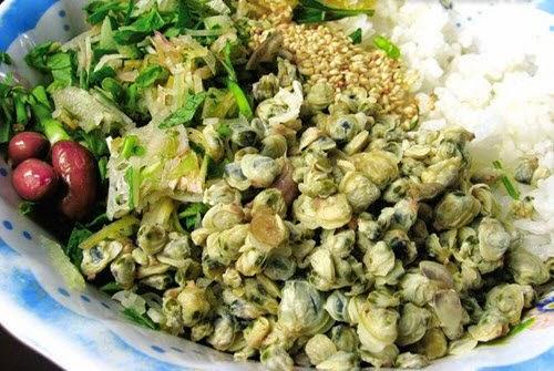 Mussel Rice in Huong River (Cơm Hến Sông Hương)1
