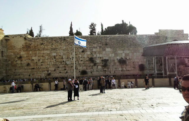... yang pertama yang kami nampak ialah Tembok Ratapan (Wailing Wall