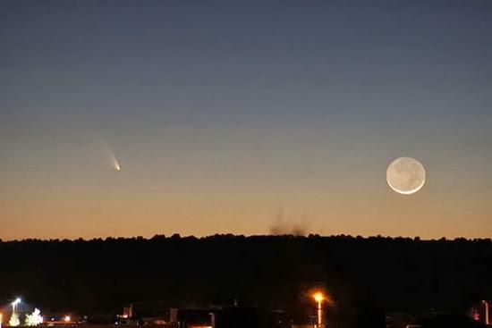 Komet Pan-STARRS dan Bulan Sabit