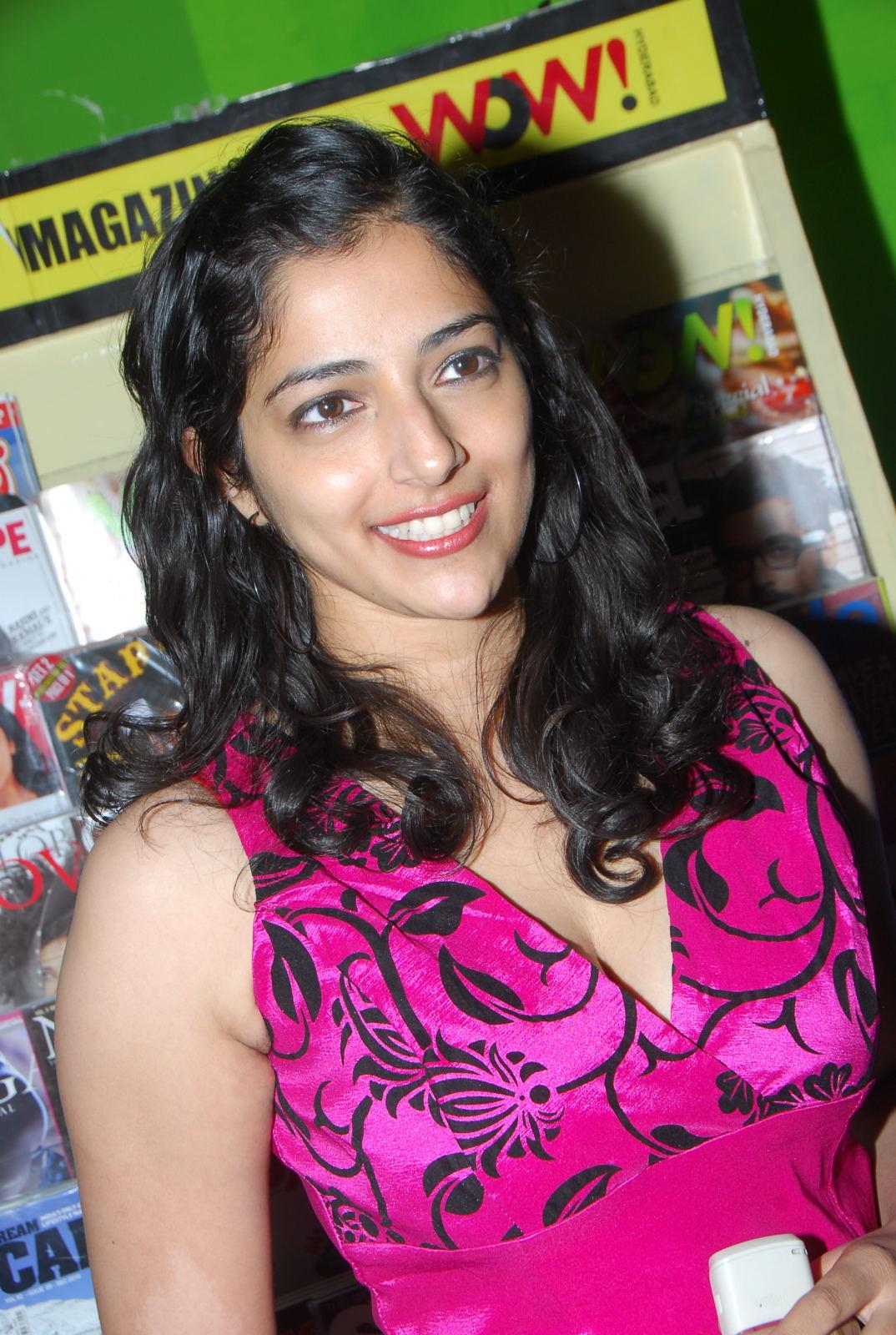 Nishanti Evani Boobs Deep Cleavage Public Hot Oops Pics