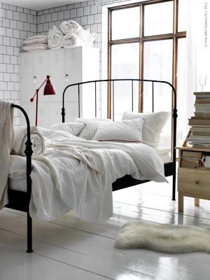 bedroom, how to decorate, jak udekorować, jak urządzić, styl skandynawski, Style w urządzaniu wnętrz, Sypialnia, white, w bieli, scandinavian, sovrum