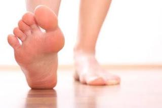 mengobati nyeri tumit pada kaki