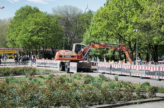 Baustelle Wasserkaskaden am Fernsehturm, Neptunbrunnen, Karl-Liebknecht-Straße 8, 10178 Berlin, 16.04.2014