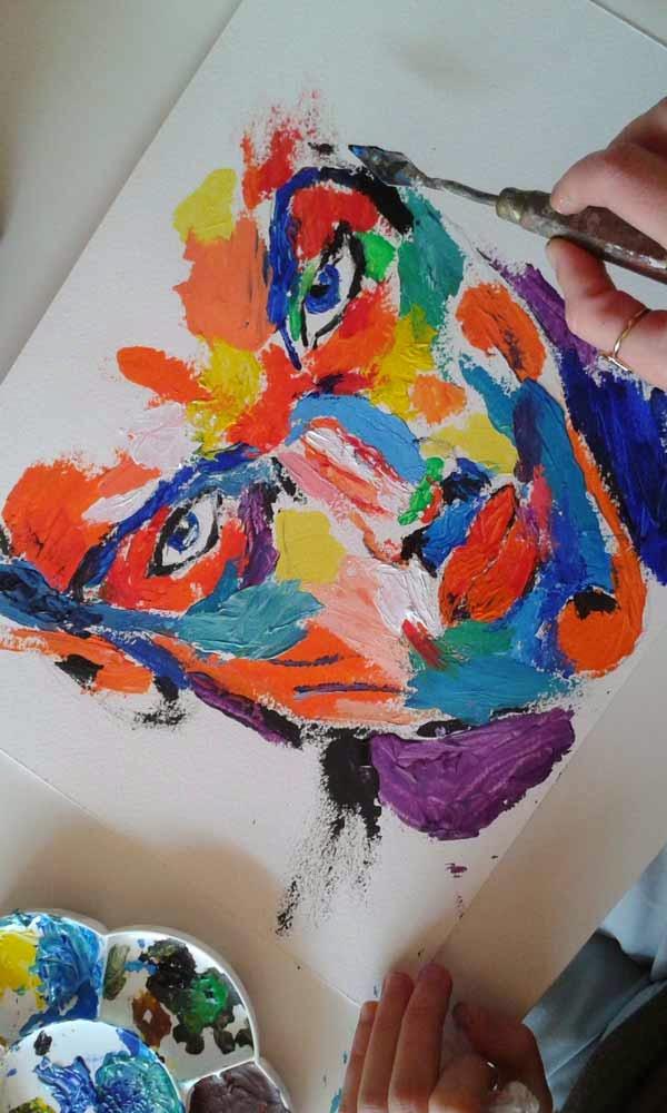 primer plano de rostro con multiples colores