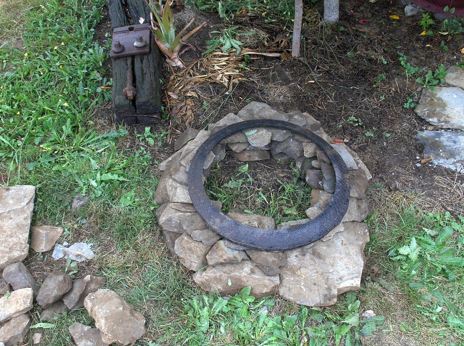 Aprendiz base con piedras para maceta de neum tico for Macetas de piedra para jardin