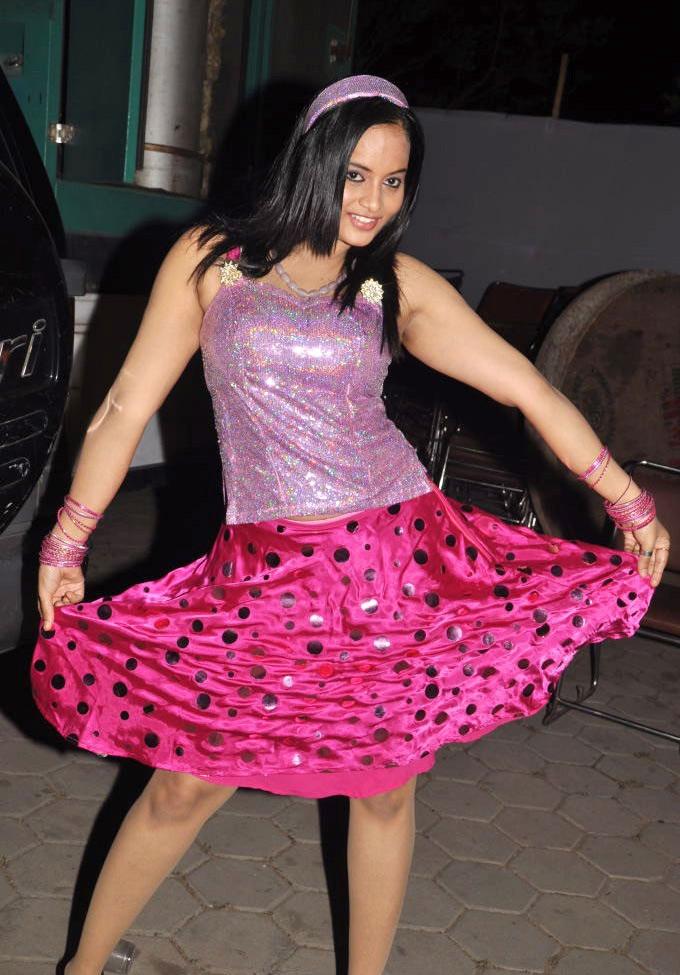 Tamil Sexy Item Girl Suja StillsSuja Latest Hot Stills Gallery hot photos
