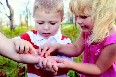 Anak-anak boleh belajar banyak perkara baru di luar rumah