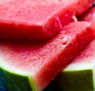 Manfaat buah semangka khasiat kulit semangka dan biji semangka kandungan semangka