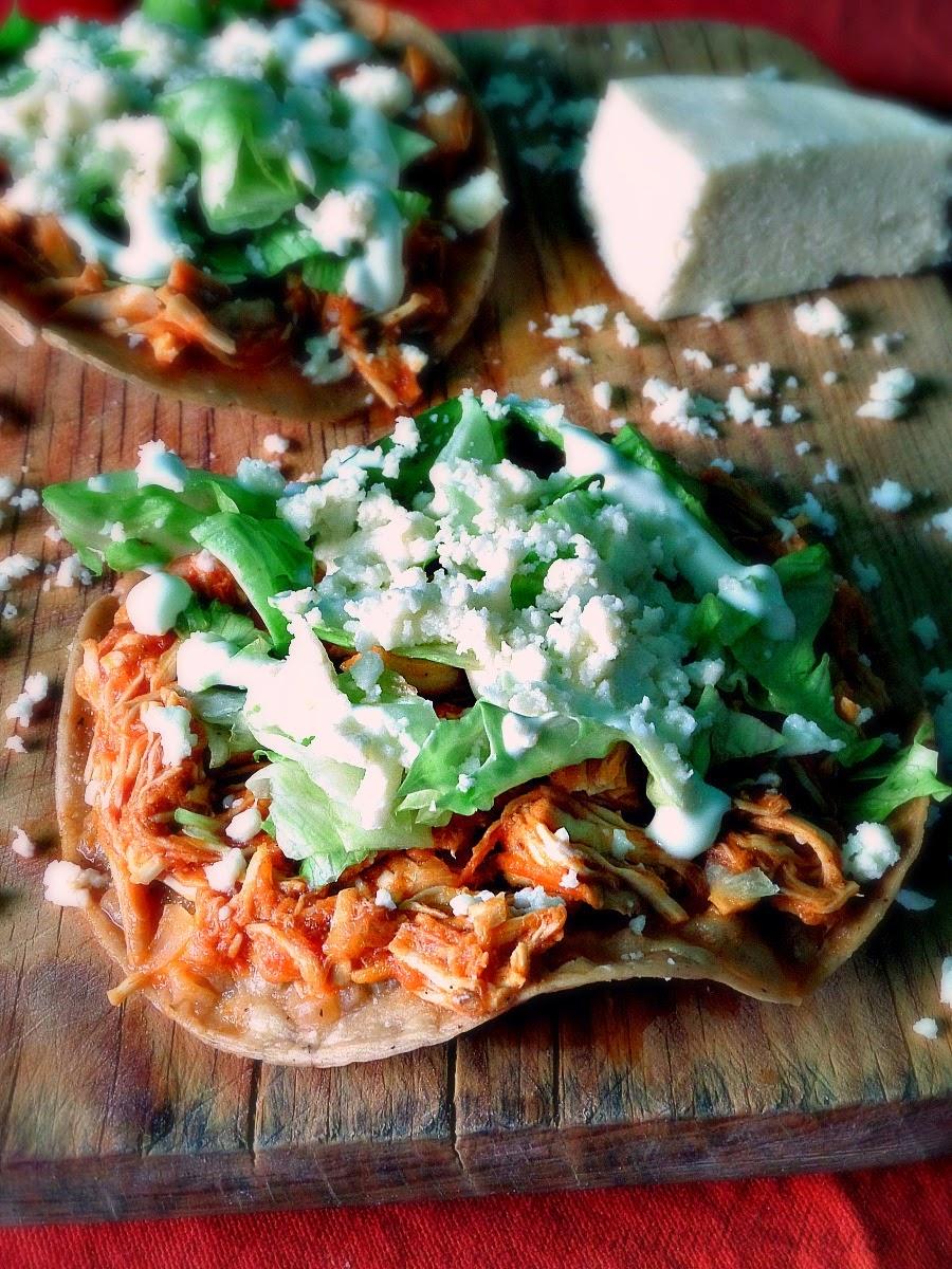 Chicken Tinga Tostadas (de pollo) - lacocinadeleslie.com