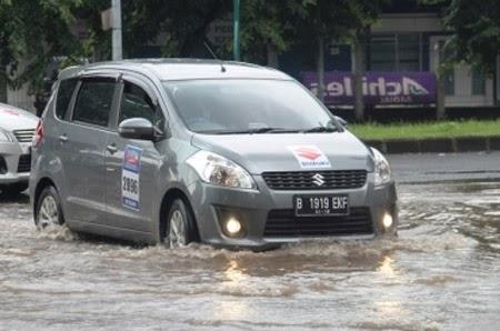 solusi ketika berkendara saat banjir