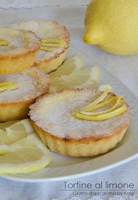 http://blog.giallozafferano.it/giornodopogiornobykaty/tortine-al-limone-dessert-delicato/