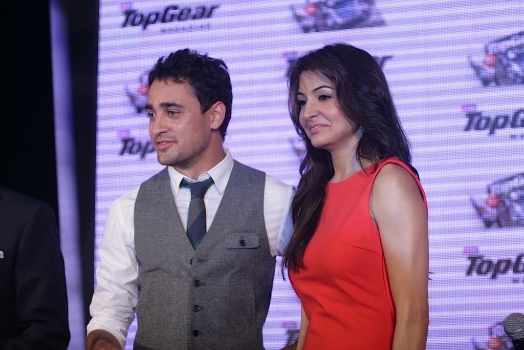 http://2.bp.blogspot.com/-DLZygpZGceU/Tbu_RU3jfhI/AAAAAAAAEzU/Ml6tgsX8Sc0/s1600/Imran-Khan-and-Anushka-Sharma-re-launched-BBC-Top-Gear-Magazine-018.jpg