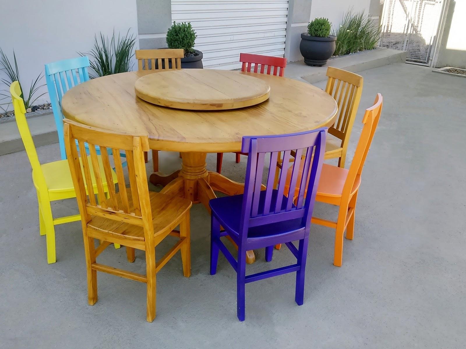 mesa redonda com pé torneado e prato giratório feita de madeira de #783D10 1600x1200