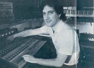 Larry Fast en mayo de 1986 trabajando en su estudio privado en el álbum Metropolitan Suite de Synergy