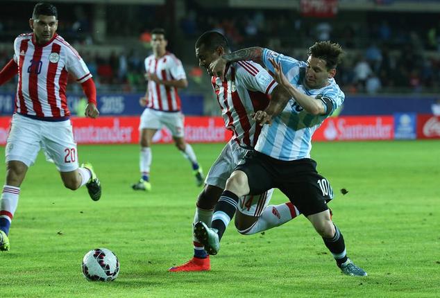 Paraguai arranca empate contra os favoritos