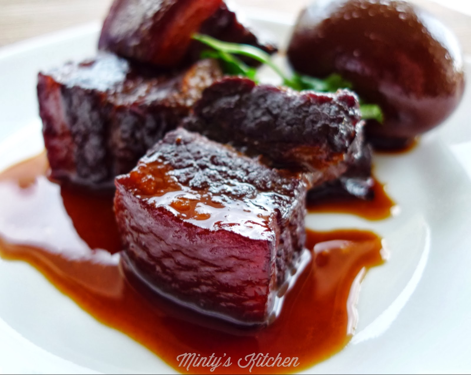 Minty's Kitchen: Red-Cooked Pork Belly (红烧肉)