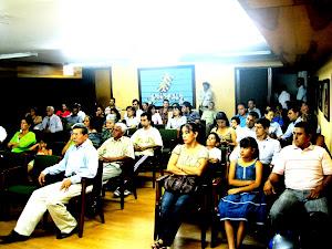 Helios Mar en el Auditorio de la Biblioteca Gabriel Turbay de Bucaramanga.