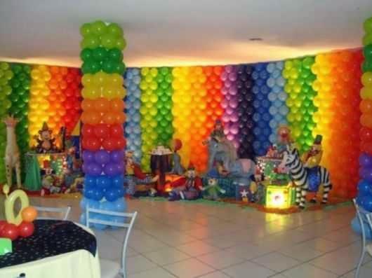 foto de uma decoração de festa infantil com balões em fortaleza