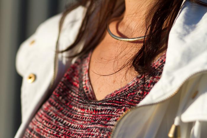 Detalle-Collar-gargantilla-metálica-rigida-oro-dorada-blogger moda