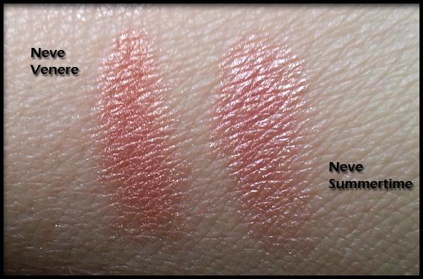 Neve Cosmetics - Blush Minerale - Swatch di confronto tra Venere (a sinistra) e Summertime (a destra)