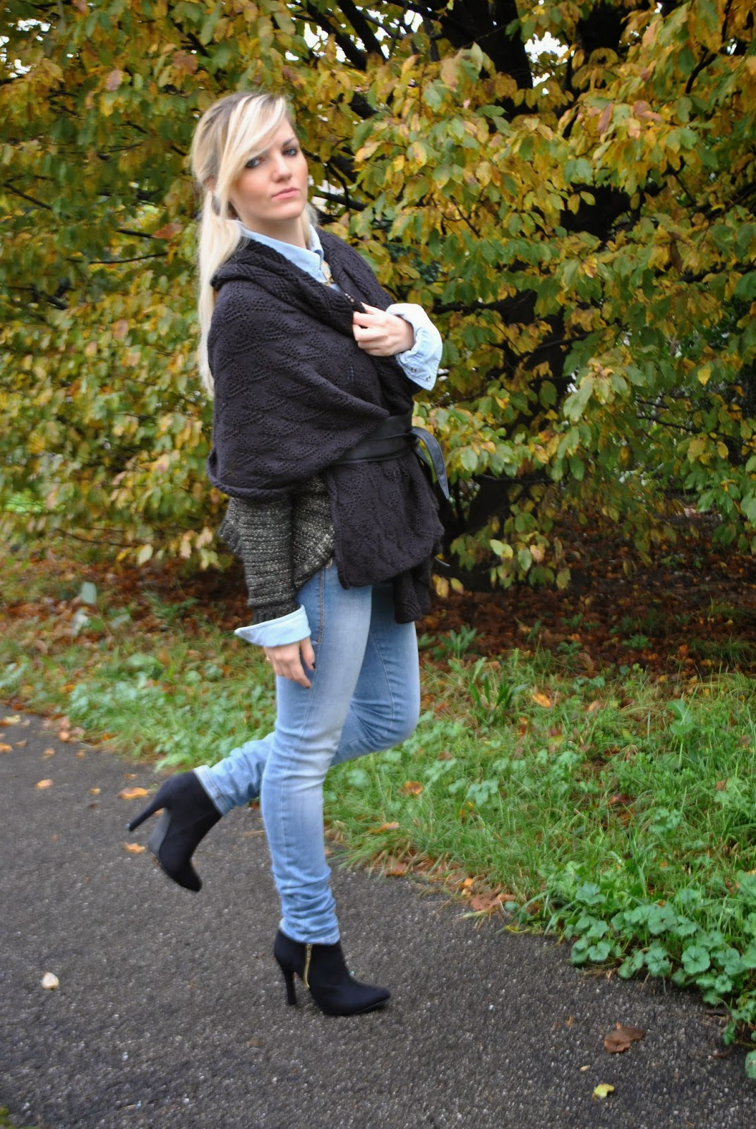 outfit outfit autunnali outfit novembre 2014 outfit casual outfit casual autunnali outfit jeans fornarina botton up camicia di jeans e mantella nera mantella nera fermata in vita con cintura fisciacca how towear cape autumnal outfit cape and jeans denim shirt fornarina jeans ankle boots fashion blog italiani fashion blogger italiane fashion bloggers italy mariafelicia magno mariafelicia magno fashion blogger colorblock by felym majique collana etnica majique majique london necklace pimkie boots italian girls ragazze bionde fashion blogger bionde blonde girls