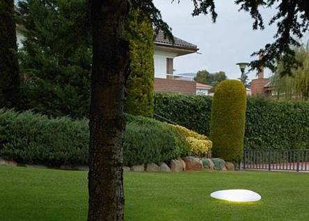 Jardiner a paisajismo luminarias para jard n for Iluminacion arboles jardin