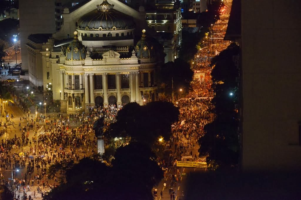 Rio de Janeiro: 15 de novembro de 2013 Greves da rede estadual e da rede municipal do RJ