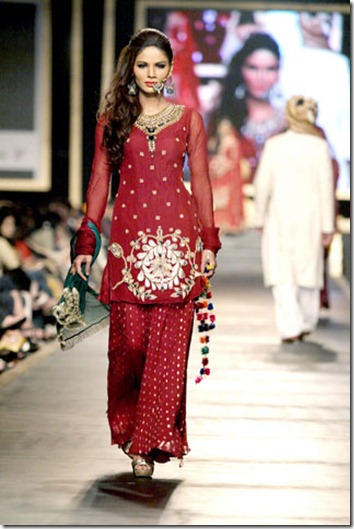Women-Fashion-Clothes-Pakistani