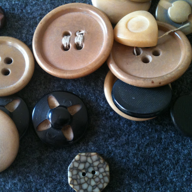 carved vegetable ivory faux fake buttons tagua nut palm button vintage old collection