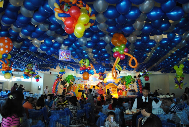 balloon ceiling arrangement
