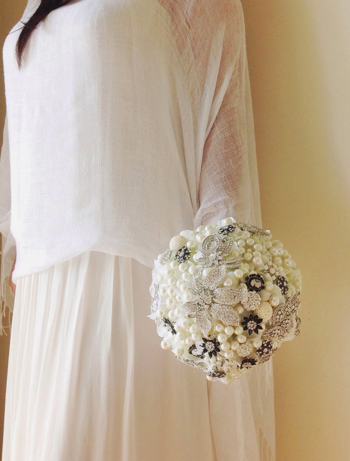 Brooch bouquet with cameos