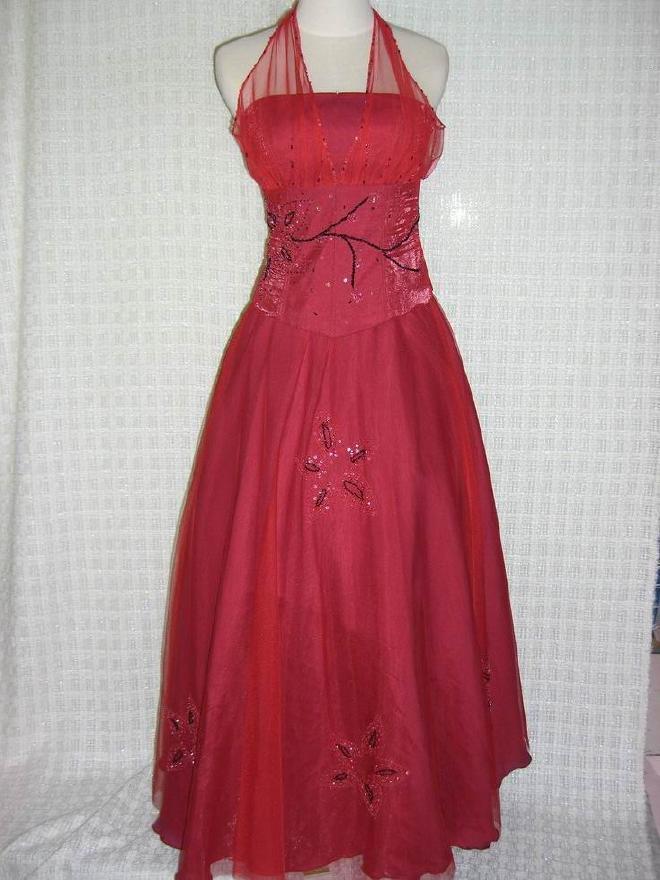 Lebih memilih gaun yang berwarna cerah. Anda harus kelihatan tampil ...