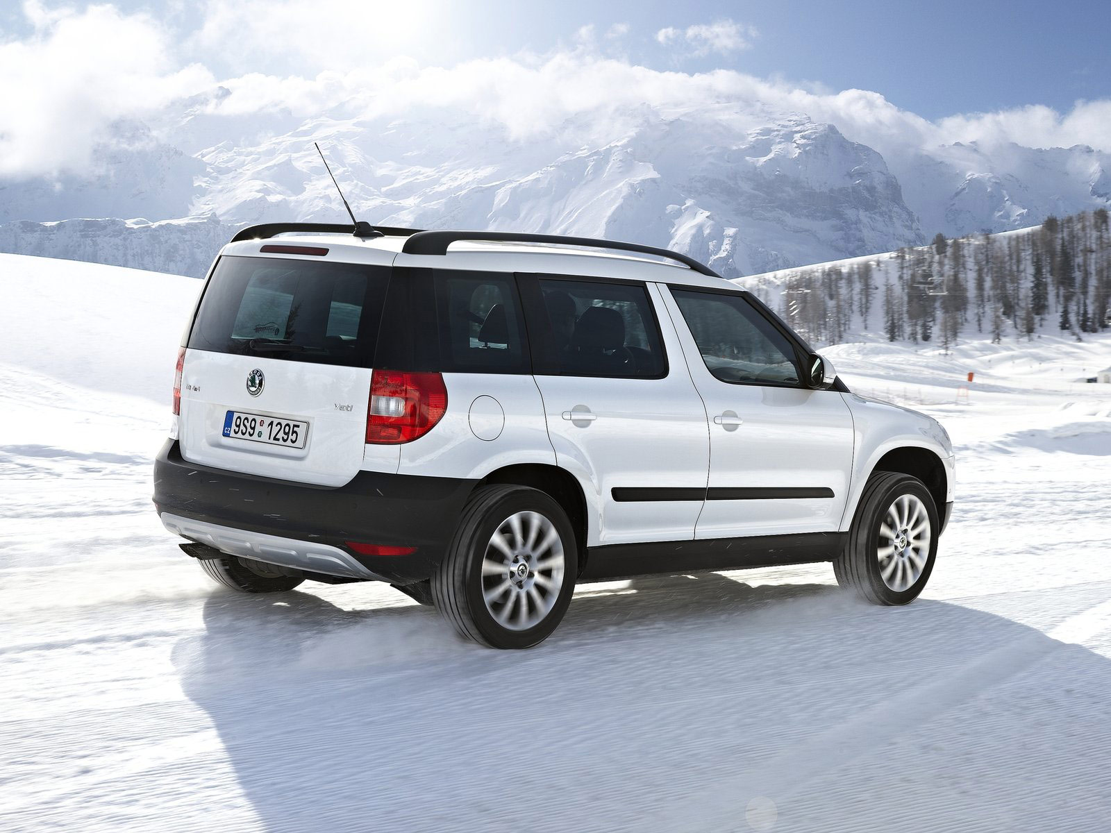 2011 skoda yeti 4x4 car wallpaper car review. Black Bedroom Furniture Sets. Home Design Ideas