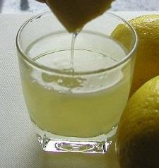 Dijeron-que-tomar-agua-de-limón-en-la-mañana-es-bueno-para-usted-Esto-es-lo-que-no-te-dijeron!