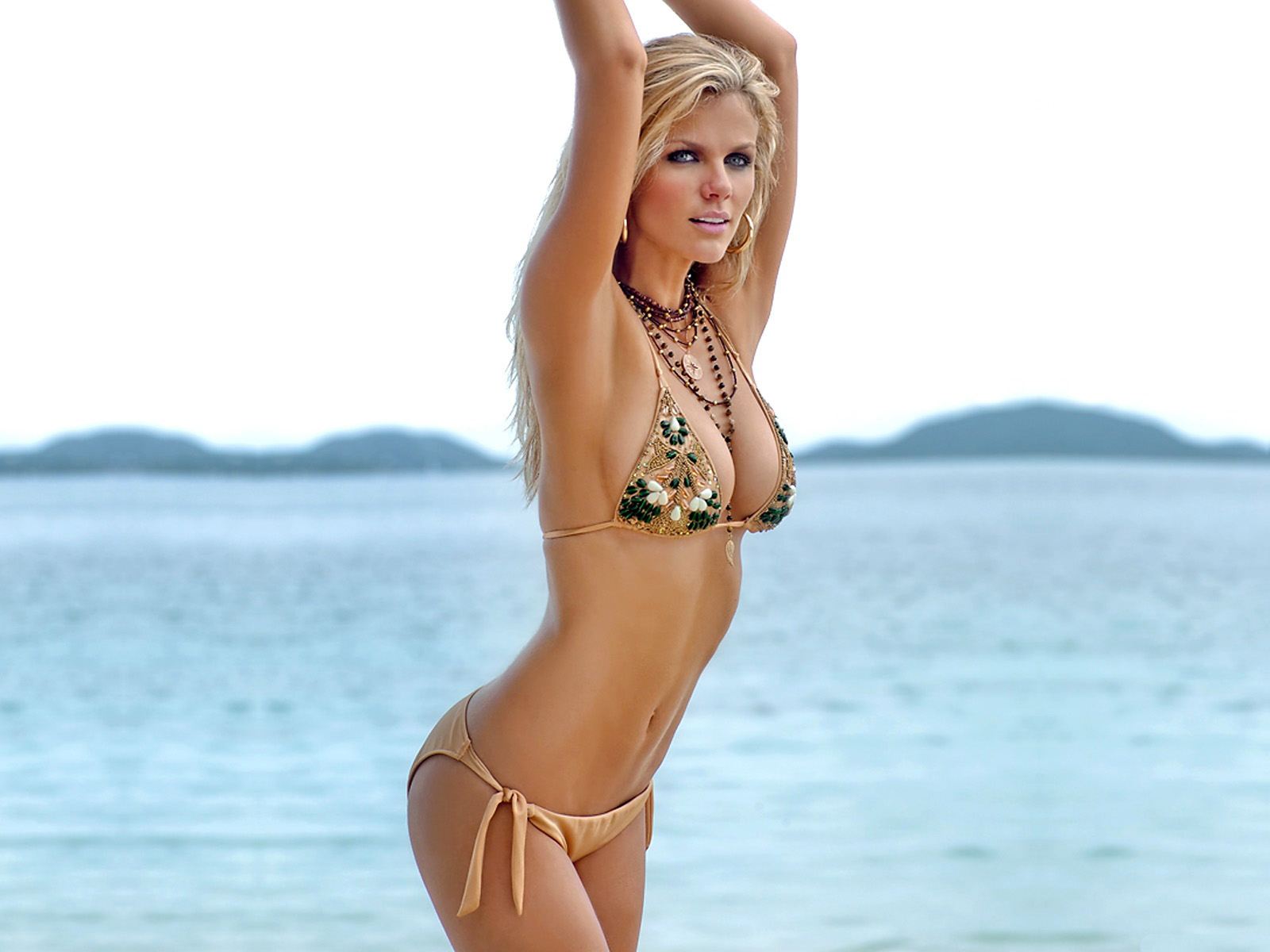 http://2.bp.blogspot.com/-DOCN6oV8KEo/UHrXpy1Ek9I/AAAAAAAAFGo/nNUzyEz8gtE/s1600/Brooklyn+Decker+hd+wallpapers+2012-2013+11.jpg