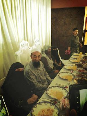 Gambar Pernikahan Ke 3 Ustaz Azhar Idrus