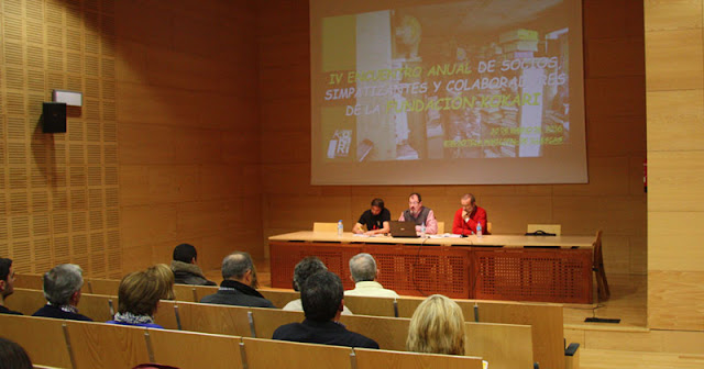 Un momento de la presentacion del a revista de la ONL kokari en Illescas. IMAGEN COMUNICACION ILLESCAS