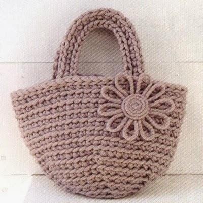 Patrones trapillo bolso con flor en totora for Bolso crochet trapillo