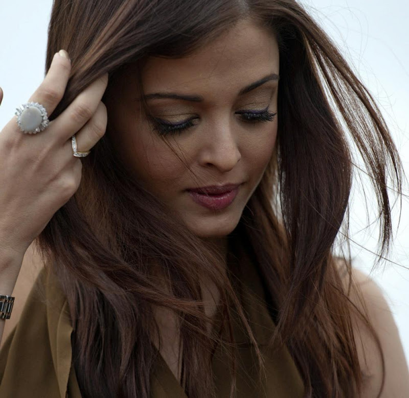 Aishwarya Rai Bachchan Heroine photocall Stills hot images