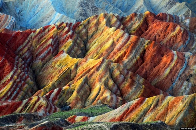 rainbow-colored-rock-formations-2