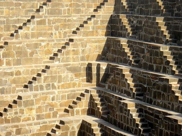 بئر الدرج، أعمق بئر مائي في العالم H50.jpg